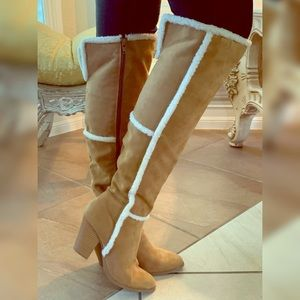 Knee high suede heels boots with fur trim